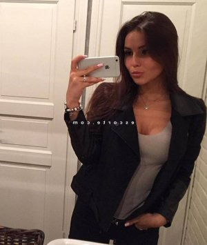Messaouda massage tantrique escort girl à Sézanne